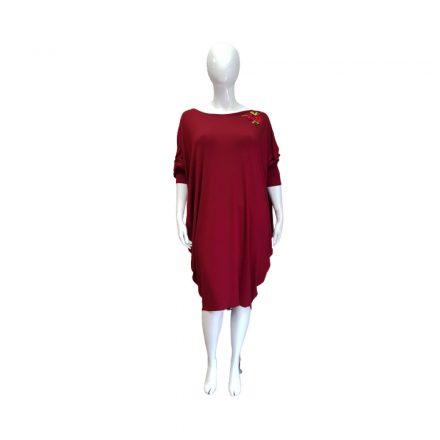 Bordó színű ruha válla virágos